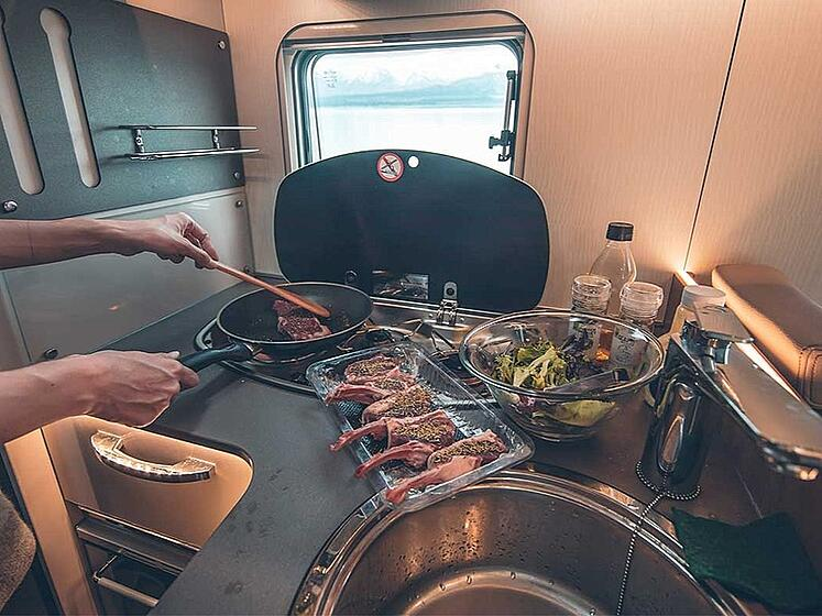 cook-top-in-a-campervan-800x600