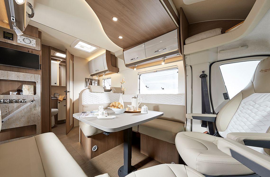rs-19100-lounge-1140x749