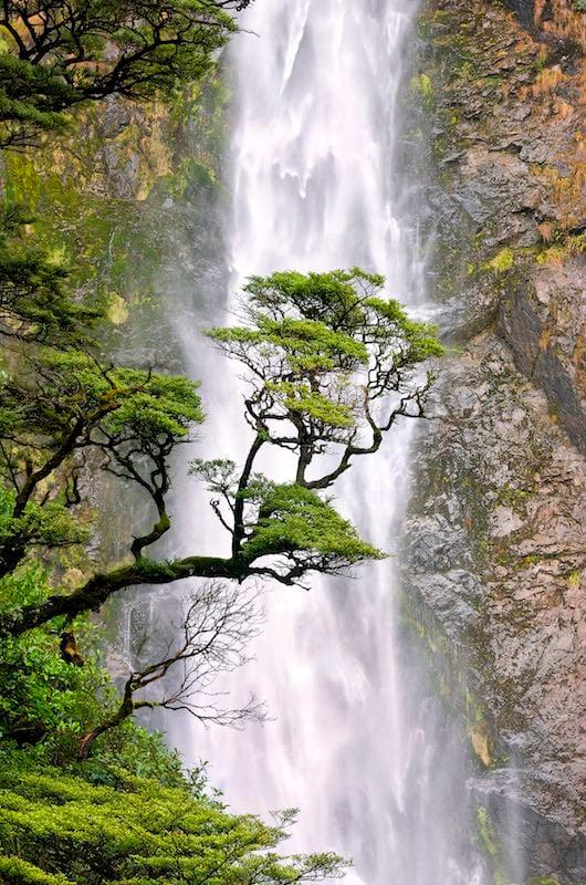 Devils Punchbowl Waterfall.jpg
