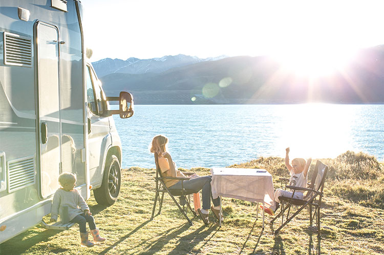 Family-freedom-camping-at-Lake-Pukaki,-New-Zealand
