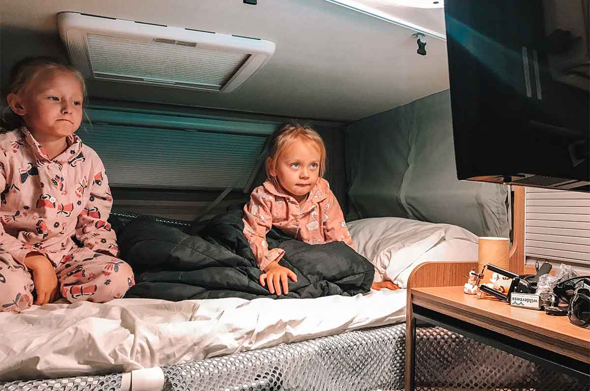 Kids-watching-a-movie-in-motorhome