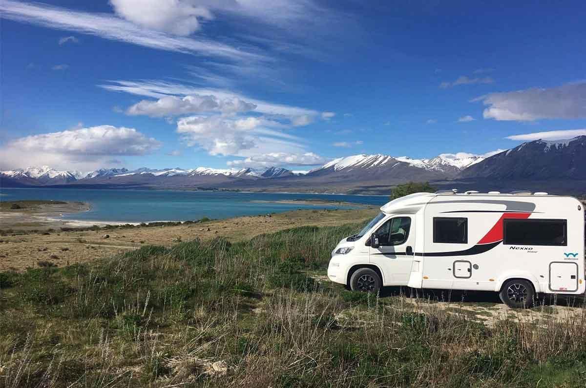 Motorhome-parked-mountain-scenery