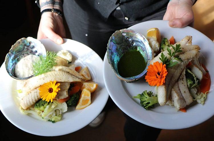 enjoy-fresh-seafood-fleurs-place-moeraki