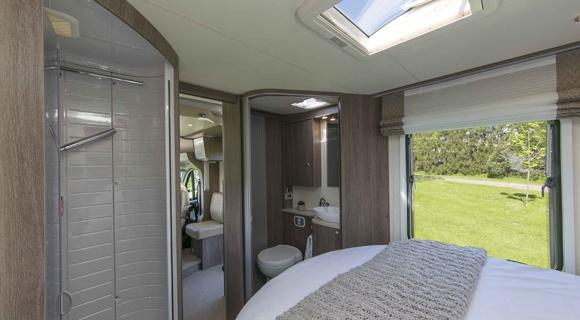 Wilderness-motorhome-bed-bathroom