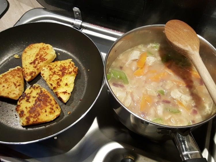 Refried girdle scones with white chicken chilli