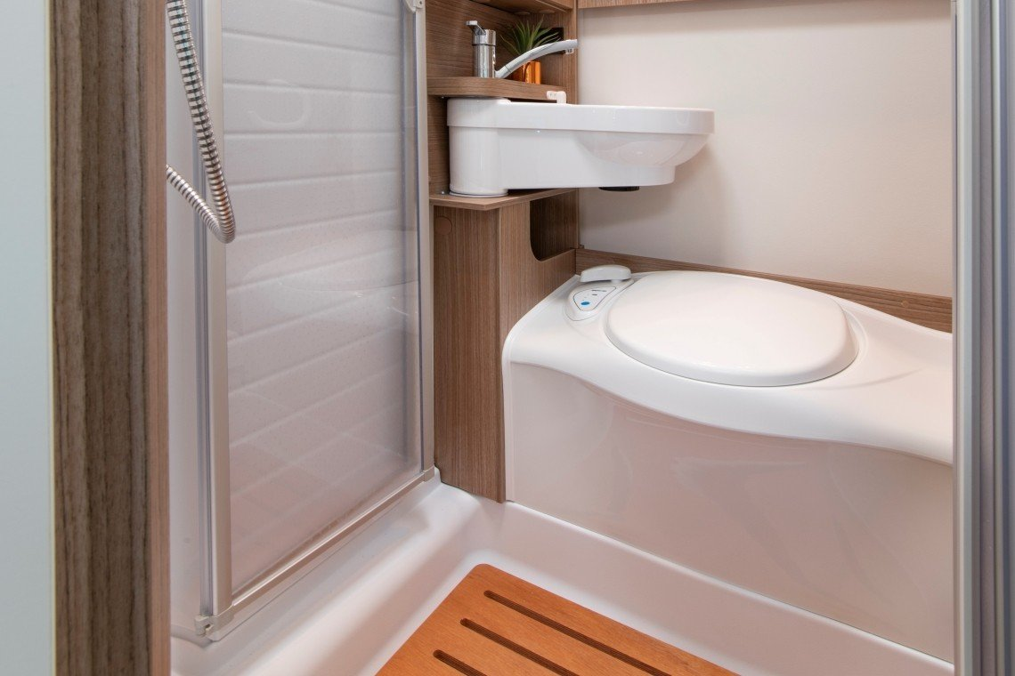 Compact for 2 bathroom and shower