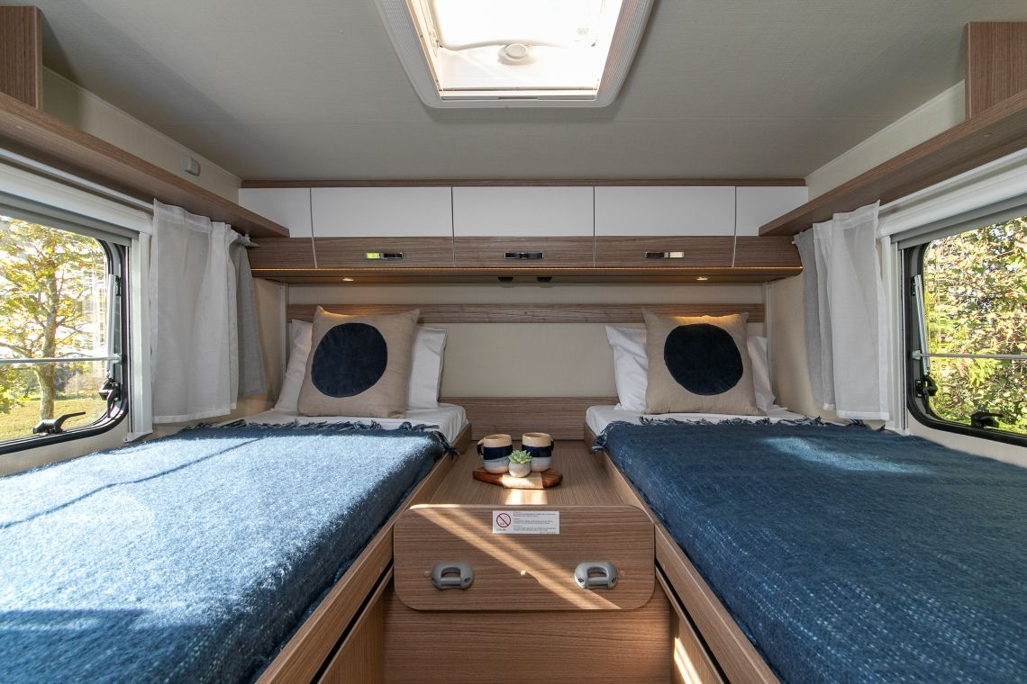 Twin / King for 4 - two rear single beds become king bed