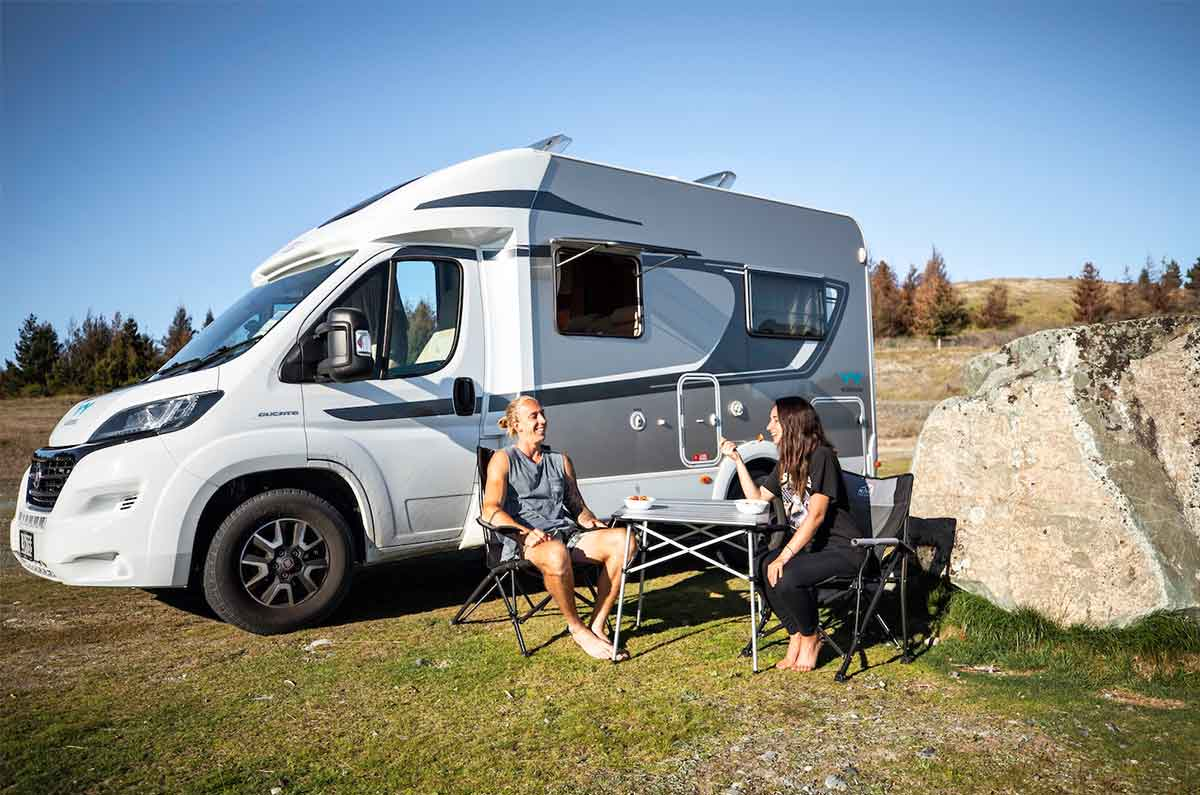 Couple-travelling-NZ-motorhome