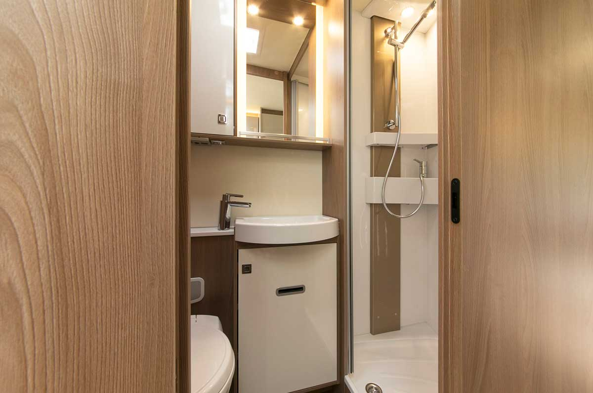 Motorhome-full-toilet-shower